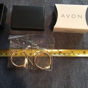 AVON GOLDTONE EARRINGS NEW IN BOX
